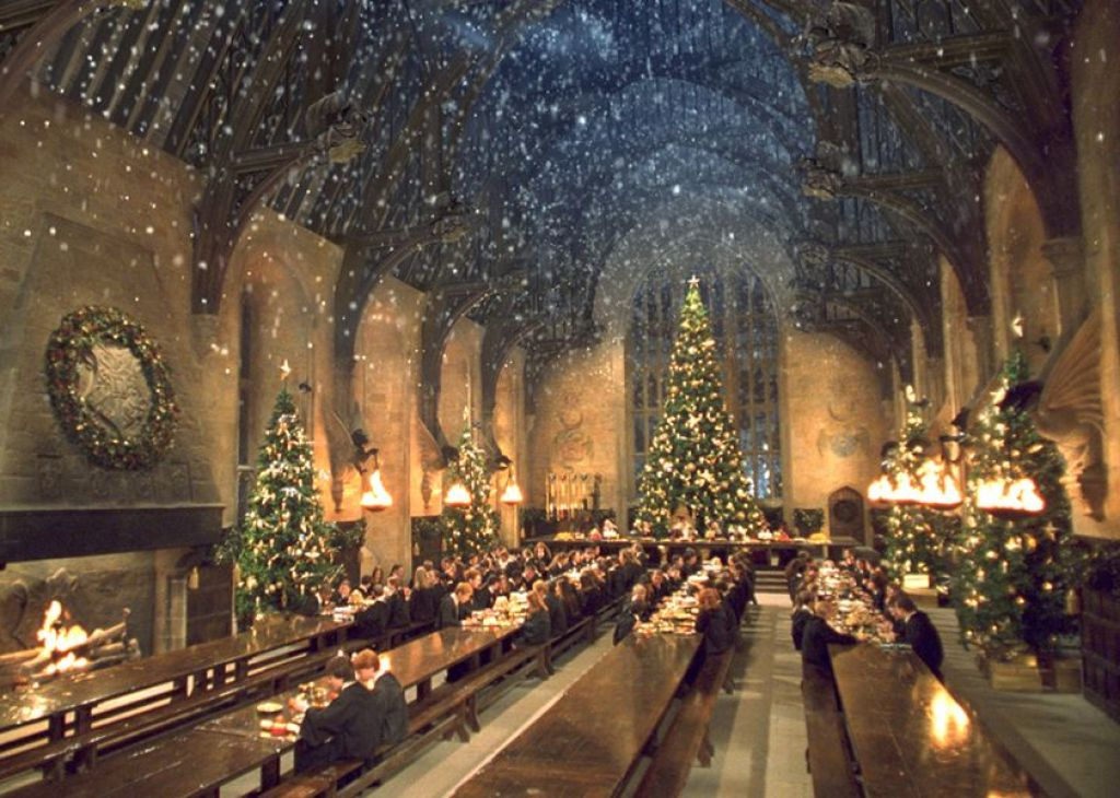 harry-potter-great-hall-decoration-for-christmas-party-543629452ef0f