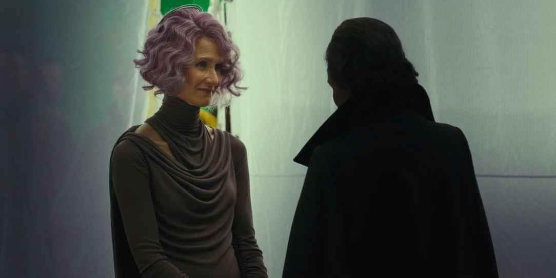 Star-Wars-The-Last-Jedi-Laura-Dern-as-Admiral-Holdo-and-Carrie-Fisher-as-General-Leia-Organa-Behind-the-Scenes